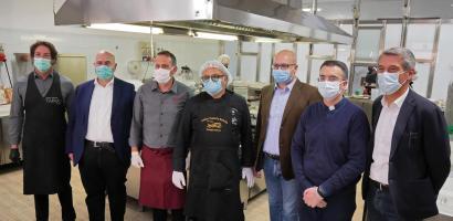 Gli chef delle Tavole Tauriliane scendono in campo per gli ospiti delle Cucine Popolari di Padova